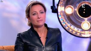Anne-Sophie Lapix dans C à Vous - 13/12/13 - 23