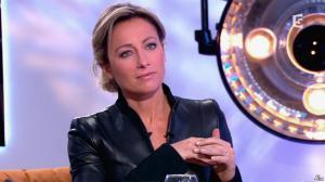 Anne-Sophie Lapix dans C à Vous - 13/12/13 - 29