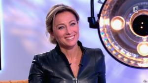 Anne-Sophie Lapix dans C à Vous - 13/12/13 - 30