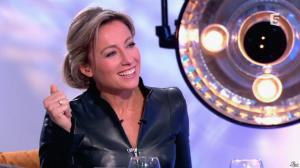 Anne-Sophie Lapix dans C à Vous - 13/12/13 - 33