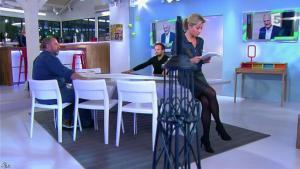 Anne-Sophie Lapix dans C à Vous - 15/11/13 - 03