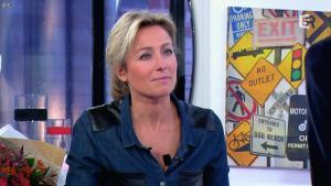Anne-Sophie Lapix dans C à Vous - 15/11/13 - 07