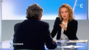 Caroline Roux dans C Politique - 20/10/13 - 39