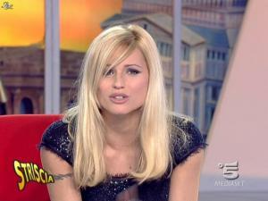 Michelle Hunziker dans Striscia la Notizia - 12/02/08 - 23