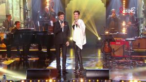 Cristina Cordula dans la Télé Chante pour le Sidaction - 28/03/15 - 05