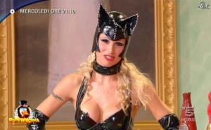 Michelle Hunziker dans Bande Annonce pour Paperissima - 12/02/11 - 02