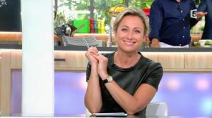 Anne-Sophie Lapix dans C à Vous - 24/06/16 - 02