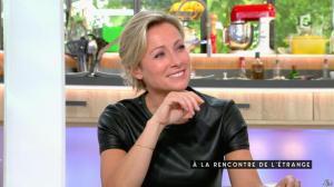 Anne-Sophie Lapix dans C à Vous - 24/06/16 - 06