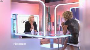 Caroline Roux dans C Politique - 11/10/15 - 024
