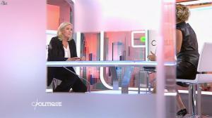 Caroline Roux dans C Politique - 11/10/15 - 045
