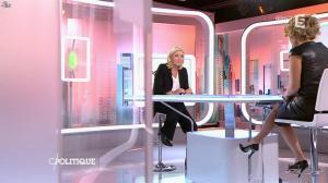 Caroline Roux dans C Politique - 11/10/15 - 111