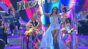 Belen Rodriguez et Ciak dans Si Canta - 29/04/11 - 01