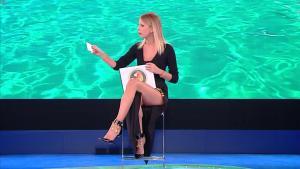 Alessia Marcuzzi dans l'Isola Dei Famosi - 20/02/19 - 07