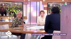 Anne-Elisabeth Lemoine dans C à Vous - 17/12/18 - 02