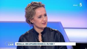 Caroline Roux dans C dans l'Air - 12/02/19 - 07