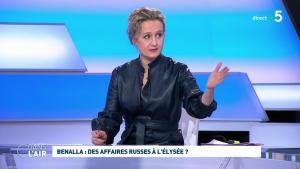 Caroline Roux dans C dans l'Air - 12/02/19 - 10