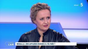 Caroline Roux dans C dans l'Air - 12/02/19 - 11