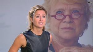 Anne-Sophie Lapix dans Dimanche Plus - 24/10/10 - 4