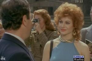 Carmen Russo dans Mia Moglie Torna à Scuola - 05/10/09 - 2