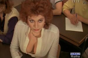 Carmen Russo dans Mia Moglie Torna à Scuola - 05/10/09 - 5