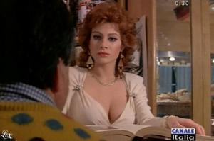 Carmen Russo dans Mia Moglie Torna à Scuola - 05/10/09 - 7