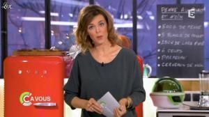 Julie Andrieu dans C à Vous - 16/03/12 - 01