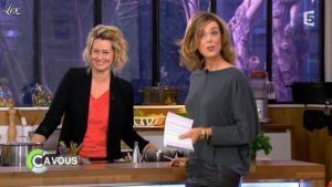 Julie Andrieu dans C à Vous - 16/03/12 - 02