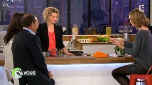Julie Andrieu dans C à Vous - 16/03/12 - 06
