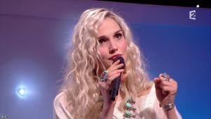 Camille Lou dans le Grand Show - 28/02/15 - 06