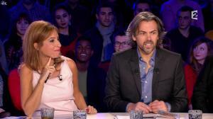 Léa Salamé dans On n'est pas Couché - 15/11/14 - 02