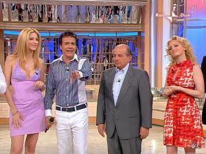 Adriana Volpe dans Mezzogiorno In Famiglia - 17/05/09 - 06