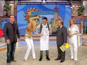 Adriana Volpe dans Mezzogiorno In Famiglia - 25/04/09 - 12
