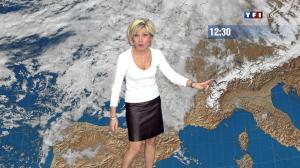 Evelyne Dhéliat dans la Meteo de 13h - 08/12/11 - 05