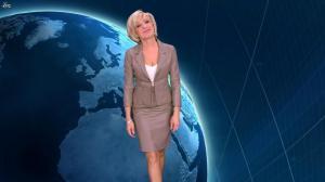 Evelyne Dhéliat dans la Meteo de 20h - 01/12/11 - 01