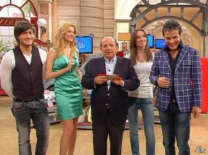 Adriana Volpe dans I Fatti Vostri - 05/04/10 - 18