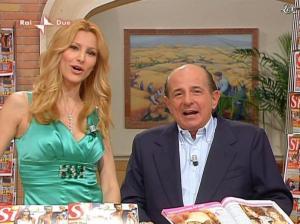 Adriana Volpe dans I Fatti Vostri - 05/04/10 - 20