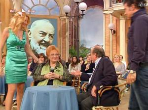 Adriana Volpe dans I Fatti Vostri - 05/04/10 - 40
