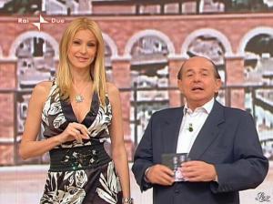 Adriana Volpe dans I Fatti Vostri - 31/03/11 - 09