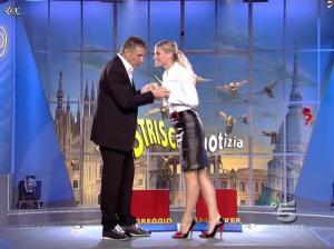 Michelle Hunziker dans Striscia la Notizia - 12/10/06 - 02