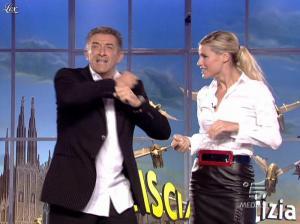 Michelle Hunziker dans Striscia la Notizia - 12/10/06 - 03