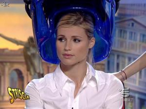 Michelle Hunziker dans Striscia la Notizia - 12/10/06 - 05