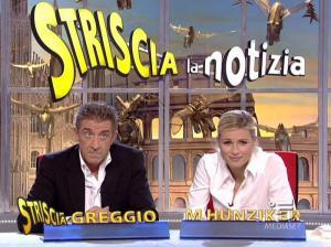 Michelle Hunziker dans Striscia la Notizia - 12/10/06 - 08