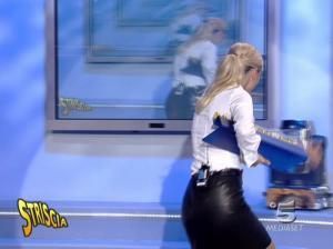 Michelle Hunziker dans Striscia la Notizia - 12/10/06 - 14