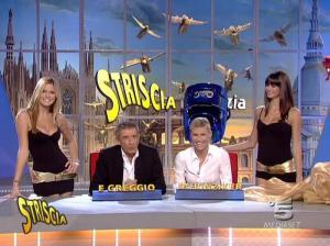 Michelle Hunziker, Thais Souza Wiggers, Mélissa Satta et les Veline dans Striscia la Notizia - 12/10/06 - 11