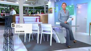 Anne-Sophie Lapix dans C à Vous - 29/10/13 - 01