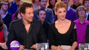 Clotilde Courau dans le Grand Journal De Canal Plus - 29/03/11 - 4