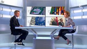 Caroline Roux dans C Politique - 08/12/13 - 13