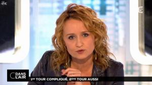 Caroline Roux dans C dans l Air - 24/03/14 - 04
