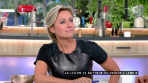 Anne-Sophie Lapix dans C à Vous - 04/10/16 - 14