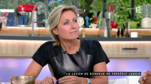 Anne-Sophie Lapix dans C à Vous - 04/10/16 - 16